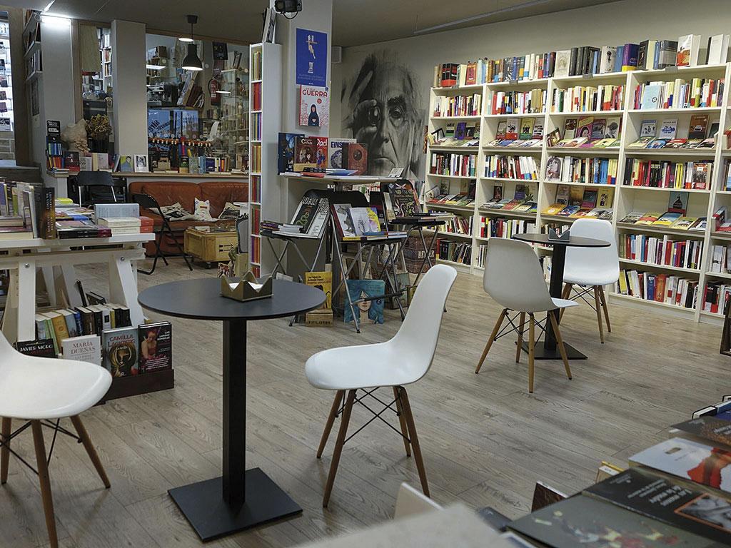 Librería en Segovia. Intempestivos.